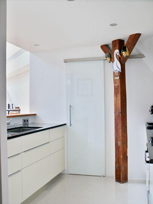 Skleněné posuvné dveře na stěnu.