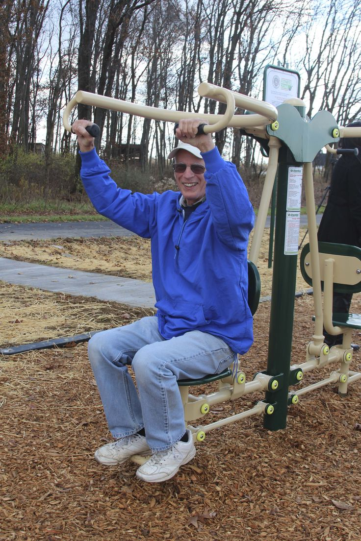 Working out on the Lat Pull during a chilly morning in the Midwest #outdoorfitness #fitnesszone
