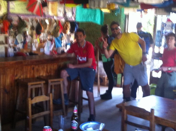 En el bar de las camisetas...cerca de Santiago.