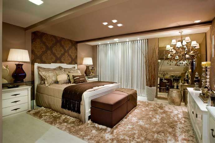 Lugar de descanso e intimidade, o dormitório do casal busca atender a questões que vão desde conforto até a estética do espaço. Na procu...