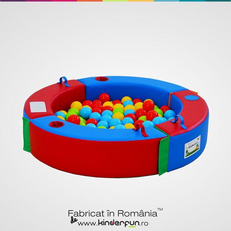 Pișcina cu bile Discovery poate transforma orice cameră într-un loc de joacă atractiv pentru orice copil. Design special conceput pentru o mai bună metodă de recunoaștere a formelor, culorilor obiectelor și a jocurilor logice. Pișcina cu bile se mai poate folosi și ca țarc pentru copii, spațiu de protejare sau loc de joacă. Descoperă și învață. Kinderfun™ Soft Play   Fabricat în România » www.kinderfun.ro