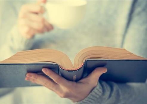 Bilinen gerçek rakamlarla da açıklandı.TÜRKİYE'DE EN ÇOK KADINLAR KİTAP OKUYOR! Bilinen gerçek rakamlarla da açıklandı.D&R'da satılan kitaplar, cinsiyete göre incelendiğinde yüzde 64 ile en büyük payı kadınlar alıyor. Kitapların sadece yüzde 36'sı erkekler tarafından alınıyor. En çok Bursalılar okuyor