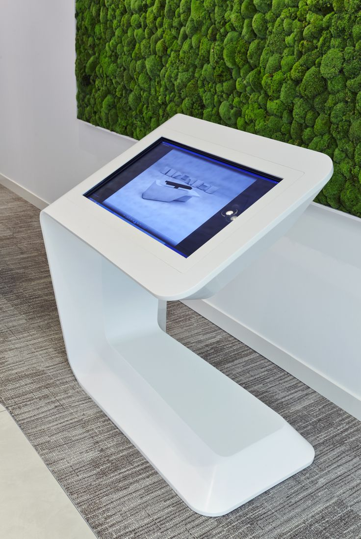 Ricoh ipad stand can placed around exhibits and will adjust the display according to which Beacon is nearest.