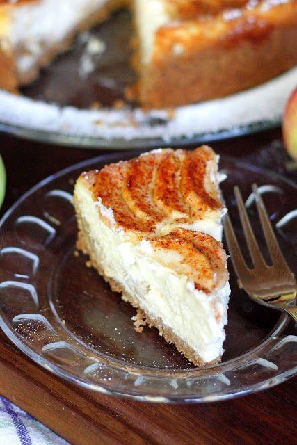 Jokin aika sitten Hulluna Leivontaan-ohjelman Eric Lanlard leipoi omena-juustokakun. Kakku sisälsi digestivepohjan, karamellisoituja omenoit...