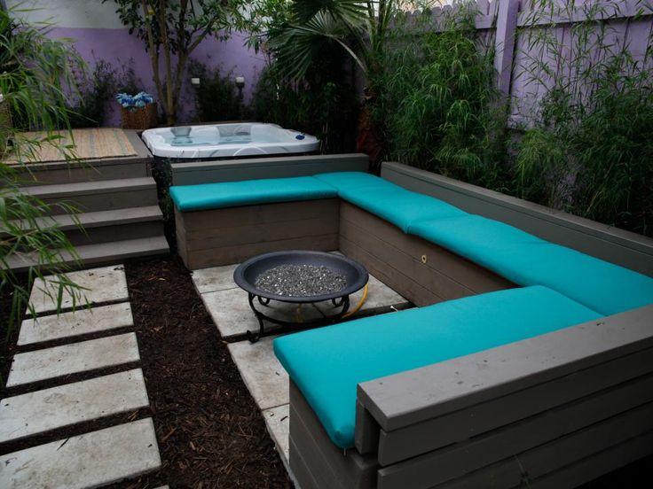 Cette petite plaine, arrière-cour en forme de L a été transformé en un sanctuaire de détente complète avec bain à remous, coin salon foyer et jardin tropical luxuriant.