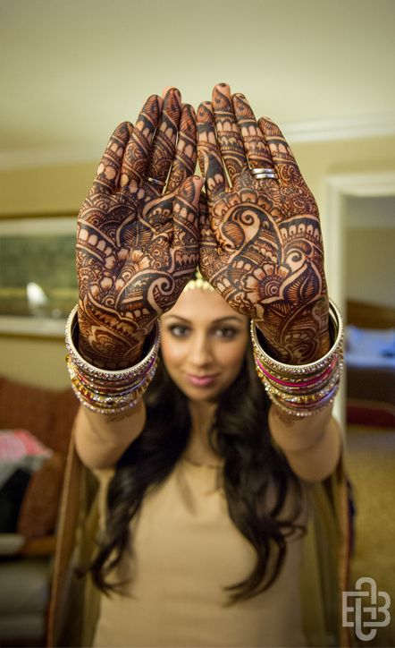 That must have taken a long time to be hennaed, and a lot of self control for that girl...