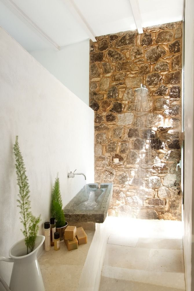 Stone wall shower // ÃBATON Architects