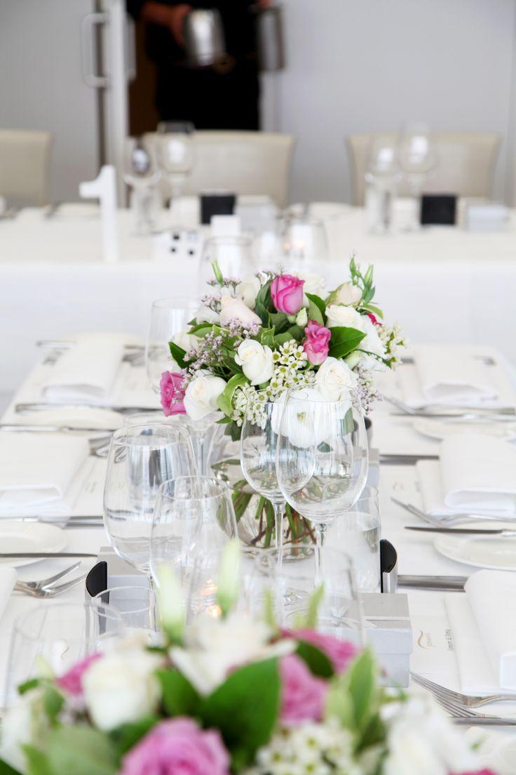 [ wedding photographer Sydney ] wedding table  l  Jonah's Restaurant Sydney  l  flowers