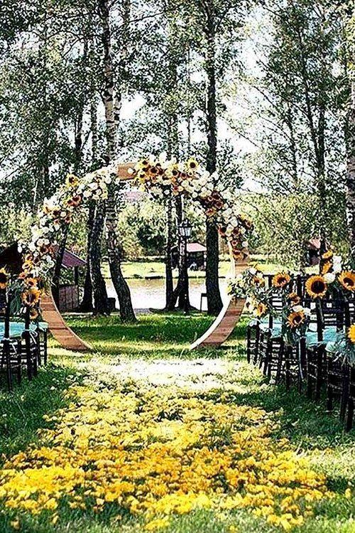 fall sunflowers wedding arch / http://www.himisspuff.com/fall-wedding-ideas-themes/10/