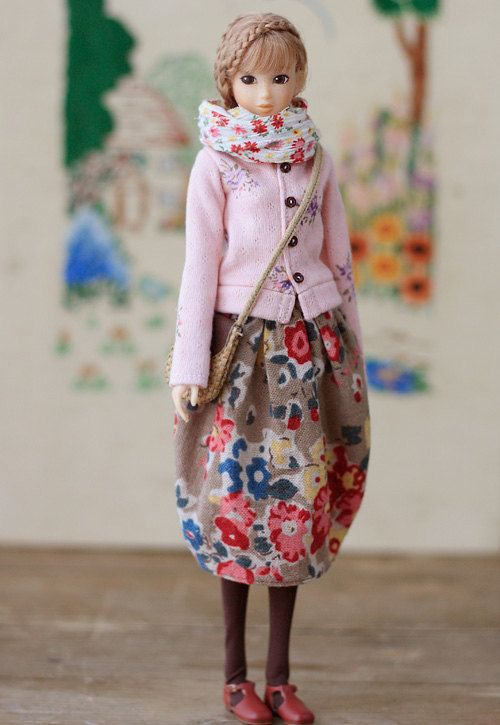 Oh my this doll is so, beautiful.  I really want to make one now...
