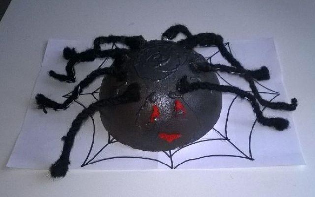 Halloween come decorare la casa Halloween ci fa giocare con i nostri figli per inventarci come decorare la casa. Ecco un tutorial per costruire insieme ai nostri figli un bel ragno grosso. Divertirsi giocando fa diventare bello anch #halloween #bambini