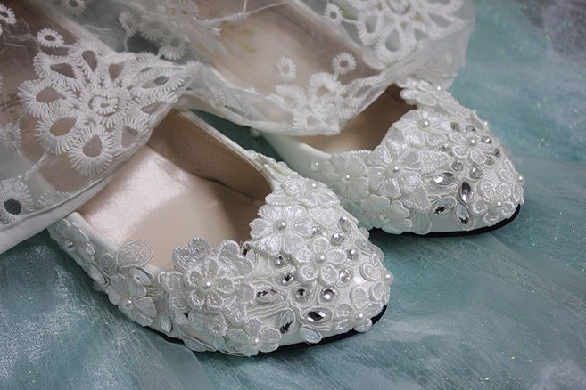 White pearl Wedding flat ballet lace flowers Bridal shoes Bridesmaid dress   #LaceUps