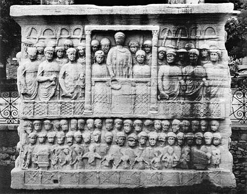 The base of the obelisk of Theodosius, AD 390. Commissioned by Theodosius to support an Egyptian obelisk in Constantinople. This later monument reveals how frontality of figures became more formalized, as well as the presence of stubbier figures and the organizational pattern of placing figures further in the distance above the others.
