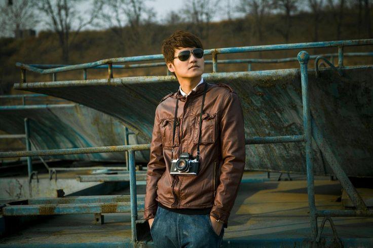✳ Check out this free photoMan people asian photographer    👉 https://avopix.com/photo/38612-man-people-asian-photographer    #person #man #caucasian #portrait #adult #avopix #free #photos #public #domain