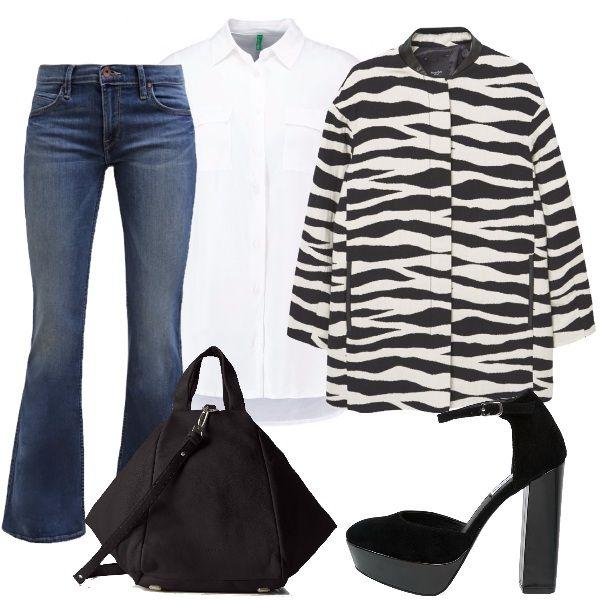In questo outfit la camicia bianca è inserita in un look dal sapore anni '70 con jeans bootcut, scarpe con plateau nere , cappotto oversize bianco e nero e borsa nera.