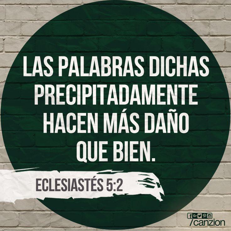 «No hagas promesas a la ligera y no te apresures a presentar tus asuntos delante de Dios. Después de todo, Dios está en el cielo, y tú estás aquí en la tierra. Por lo tanto, que sean pocas tus palabras». —Eclesiastés 5:2
