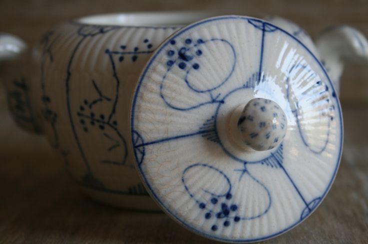 Ouderwets, vintage suikerpotje van Boch  www.oseasoudservies.nl