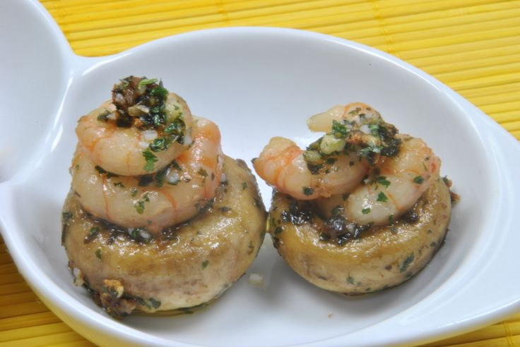 Champiñones con Gambas --> Mushrooms with Prawns, a quick and easy appetizer!