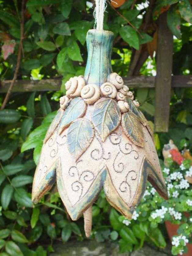 http://de.dawanda.com/product/47288074-Garten--Glocke-XXL-Gartenkeramik-Windspiel-Unikat