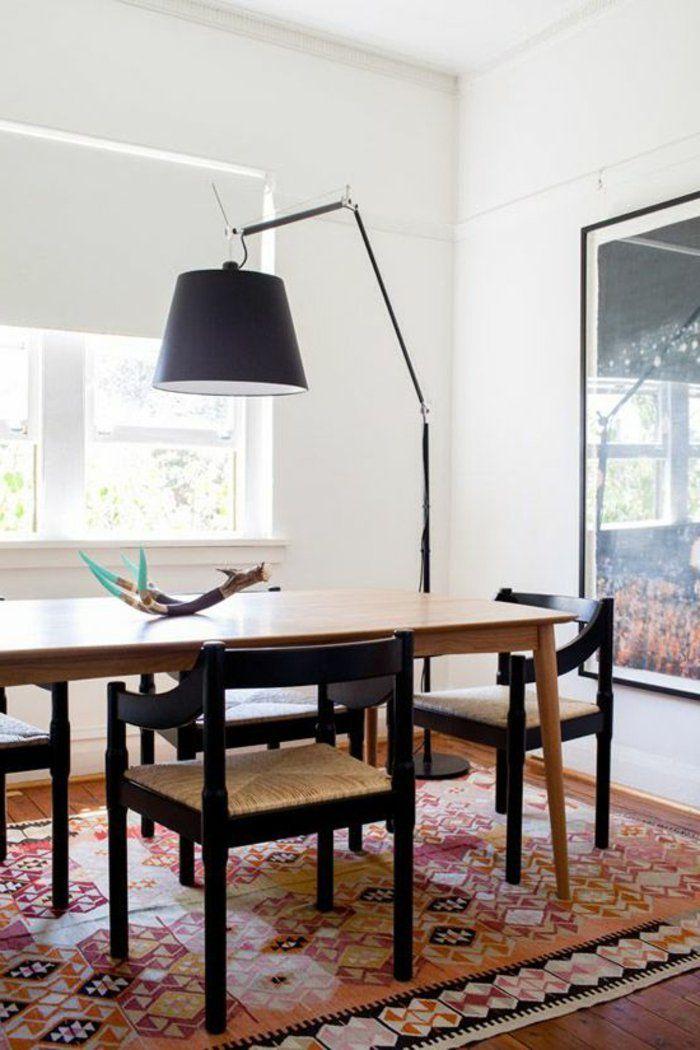 jolie lampe de salon noire avec un tapis color dans la salle de sjour moderne - Model Dedecoration Desalon Moderne