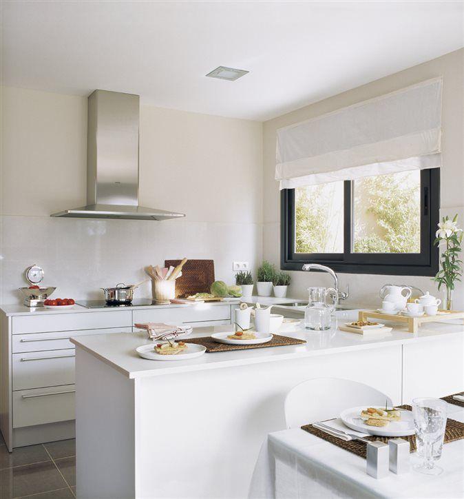Cocina blanca con península