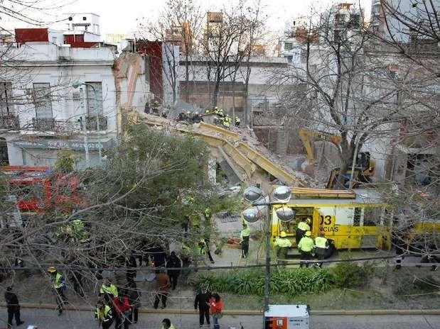 Hace cuatro años se producia el derrumbe del gimnasio en Villa Urquiza - CABA - Argentina http://mari296.wix.com/periciasmdq