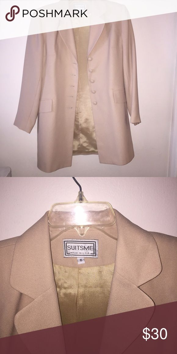 Tan/beige women's suit jacket / trench coat blazer Soft lining with slightly padded shoulders. Can be worn for business as a suit jacket or casual as a tench/ utility jacket coat or blazer. Light tan color Jackets & Coats Blazers