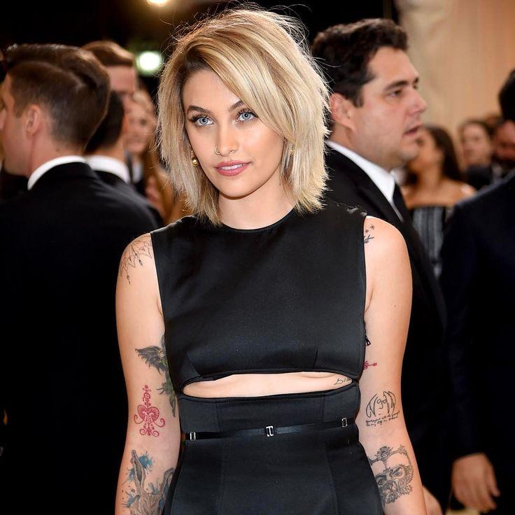 De acordo com o PageSix, Paris Jackson vai assinar contrato milionário com a Calvin Klein! A filha do Rei do Pop será o novo rosto da marca. Linda, ne? (📸 Getty)