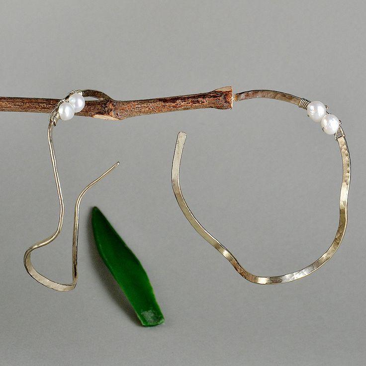 Large stud hoops, wavy earrings, white pearl hoops, hammered big hoops, twisted earrings, artisan pearl hoops, hoops under 25, thin rings by ColorLatinoJewelry on Etsy