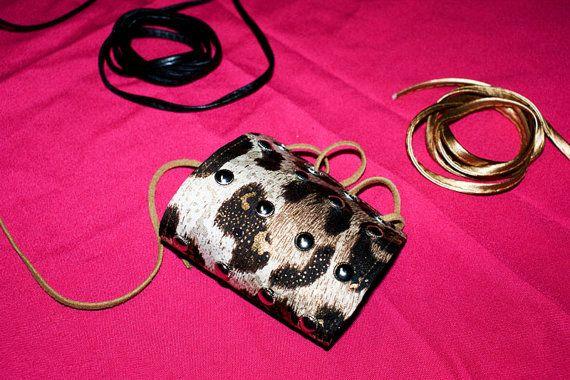 Leopardo brillante cuero negro impresión Animal cordón pulsera pulsera Bracer muñequera Punk Rock pelo Metal Glam