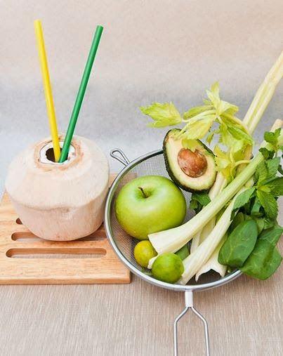 Zielone koktajle: szpinak + mięta + seler naciowy + avocado +jabłko + limonka + woda kokosowa