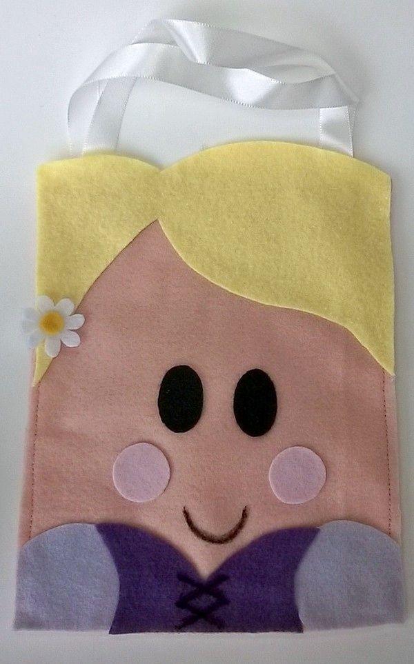 Sacolinha Rapunzel - Confeccionada em feltro, ideal como lembrança de aniversário. http://facebook.com/KfofoDasArtes