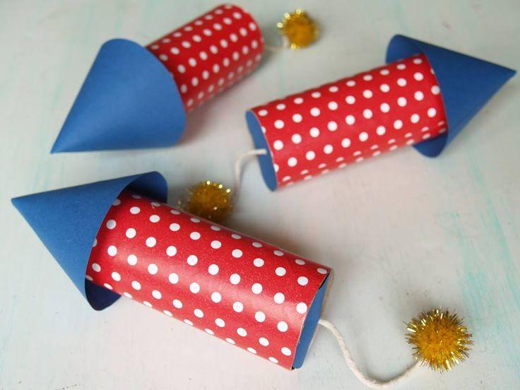 Cohetes para ni os hechos con rollos de papel robot - Manualidades con rollos de papel ...