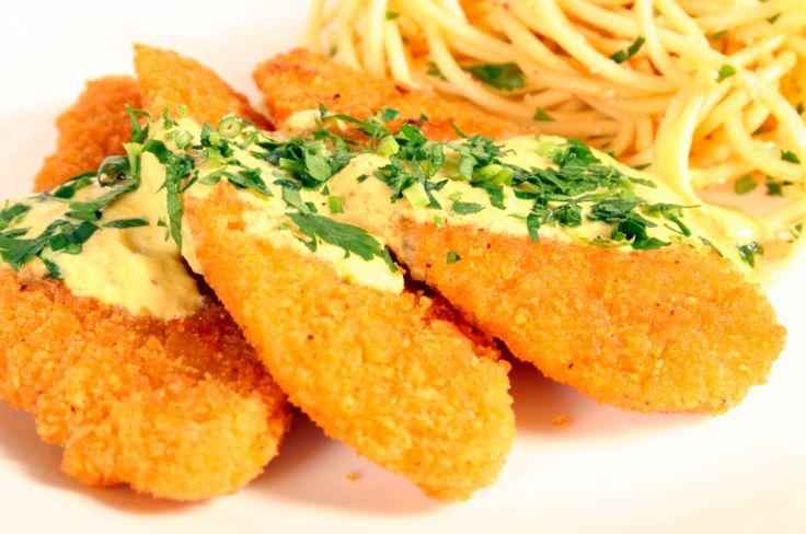 Ricas pechugas de pollo empanizadas bañadas con una salsa especial y muy rica. Ideal para un menú del día a día. PAM te ayuda a controlar la cantidad de grasa al cocinar tus platillos de todos los días.