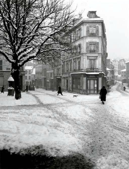 Ménilmontant sous la neige en 1958...  Photo de René-Jacques. #Paris20 #photo #histoire