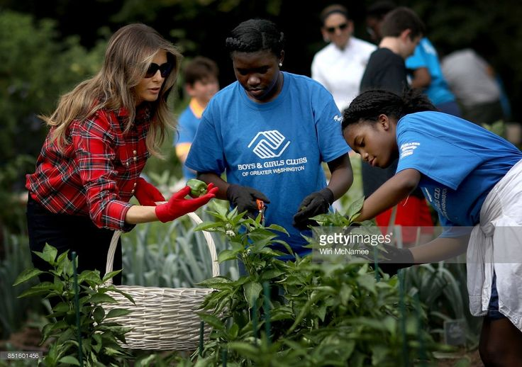 http://media.gettyimages.com/photos/first-lady-melania-trump-joins-children-from-the-boys-and-girls-club-picture-id851601456
