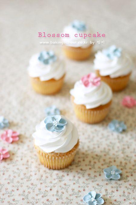 블로썸 바닐라 컵케익(생크림데코) - 베이킹스쿨(교훈:배워서남주자)