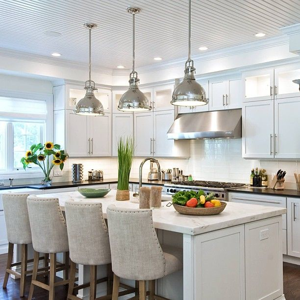 Don't really like the coloring but this is one gorgeous kitchen. If I'd this, I would definitely hang around in kitchen as often as I can.
