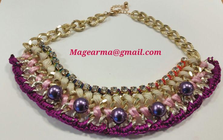Collar de cadena en tonos rosas y morados con perlas violetas de cristal