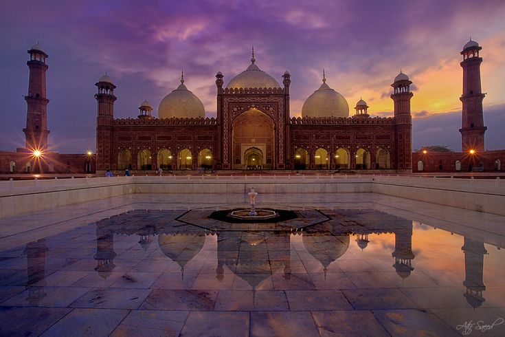 Badshahi (King's) Mosque in Lahore Pakistan at sunset.