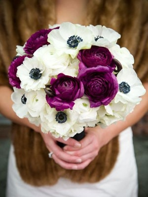 purple and white bouquet wedding