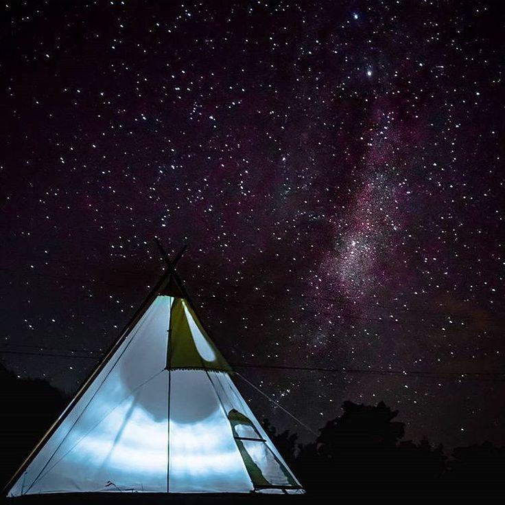 Você prefere hotel 5 ou 1.000.000 estrelas? O @sejogacara mandou bem na foto registrando esse momento em Auckland, na Nova Zelândia, num dia de camping com vista para a Via Láctea.