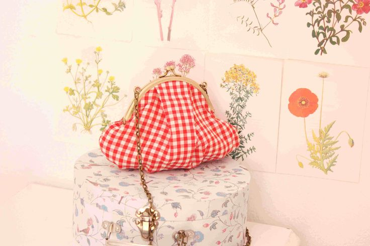 The red-white plaid  ''violet'' bag.