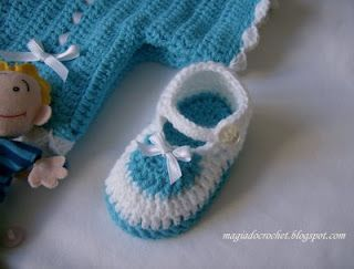 Crochet baby shoes - with step by step pictures instructions, excellent work, thumbs up.