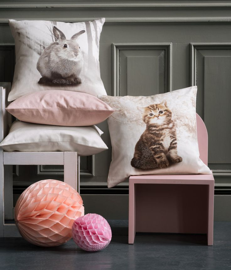 Graphic bunny & kitten pillows make those cat naps even better. | H&M Home Kids
