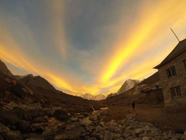 荘厳で神々しい!ヒマラヤ山脈の見所。