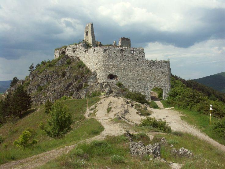 Slovakia Cachtice hrad 2 1024x768   Vacationing in Slovakia