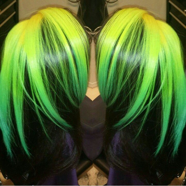 MANIC PANIC ELECTRIC LIZARD / ELECTRIC BANANA NEON & BLACK HAIR. @felicia_therealgoat @dolledbykay
