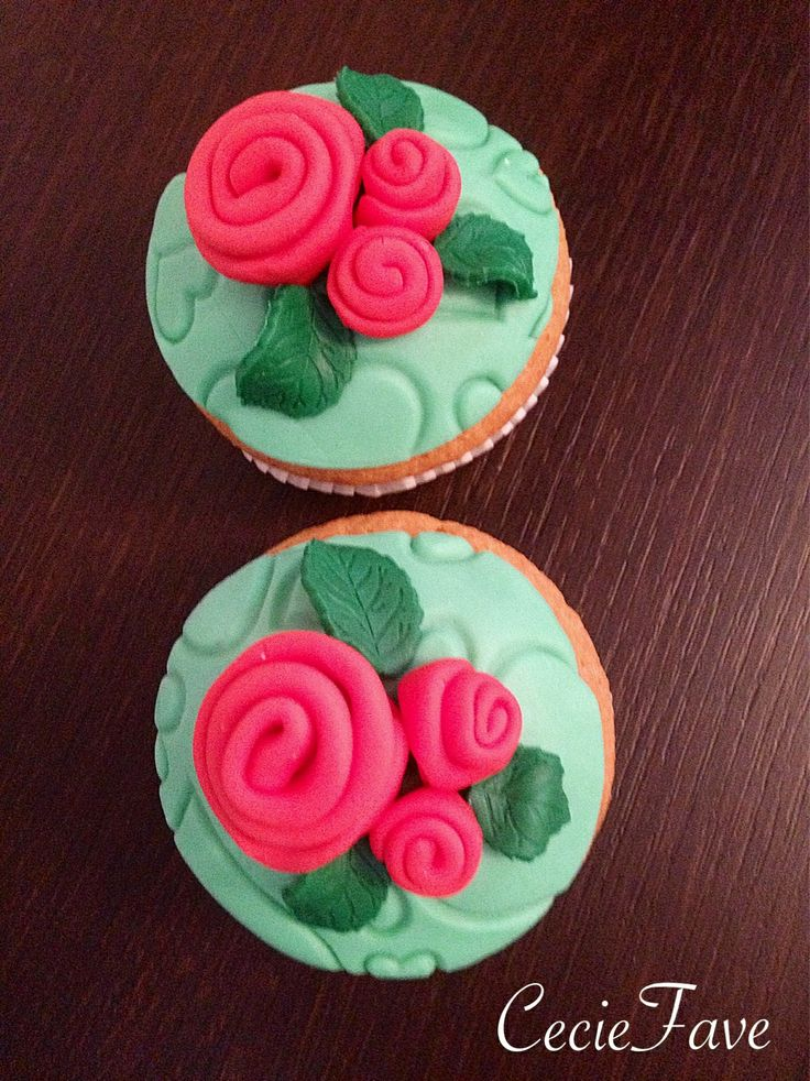 Little roses cupcakes