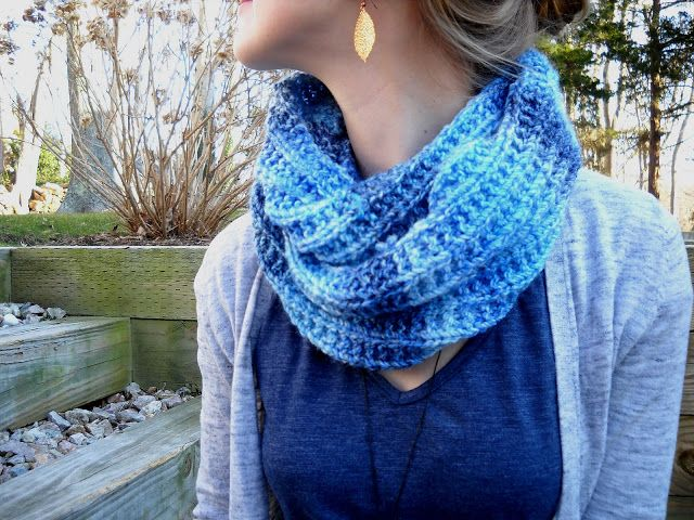 Blues Infinity Scarf - Free Pattern! Perfect with James C. Brett Marbled Chunky yarn in Sandpiper. :)